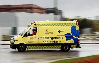 Fallece el conductor de un camión en un camino en La Adrada
