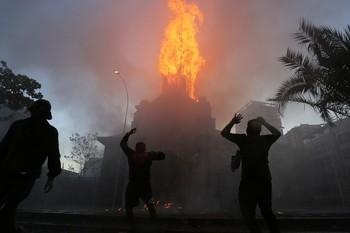 580 detenidos en noche de extrema violencia en Chile