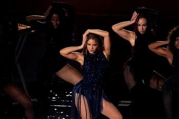 Shakira, Miley Cyrus y Bieber, juntos en un concierto virtual