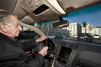 Proponen un distintivo para conductores mayores de 70 años