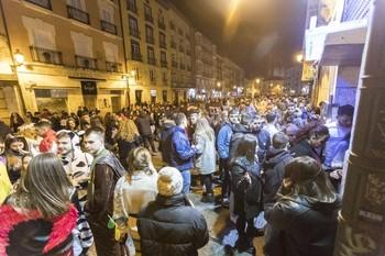 Las multitudes que se concentran en los entornos de ocio traen de cabeza a los residentes.