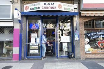 Bar California, que funciona como administración de lotería, es uno de los negocios que ha recuperado su actividad.