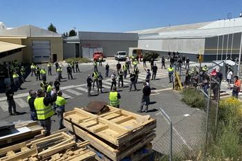 Los trabajadores de Nissan en Ávila se concentraron contra el cierre de la factoría en Barcelona.