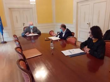 Juan Rodríguez se interesa por el proyecto Europa Direct