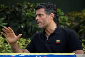 Leopoldo López sale de la Embajada española en Caracas