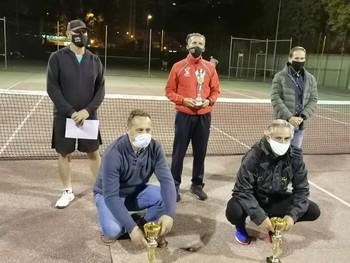 Los tres primeros con el concejal de Deportes y el organizador del Torneo, Benedicto Tapetado.