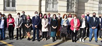 Foto de familia de los representantes de las instituciones visibilizando su apoyo a Amuma.