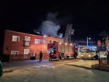Desalojan una casa en Carboneras por incendiarse una estufa
