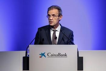 El presidente de CaixaBank, Jordi Gual, durante la junta de accionistas de CaixaBank