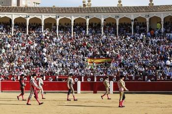Fotografía de archivo de un paseíllo en la plaza de toros de Albacete.