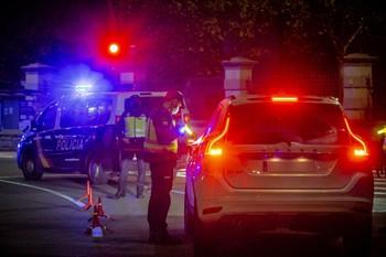 Rodean a la Policía en la Gavilla para evitar dos arrestos