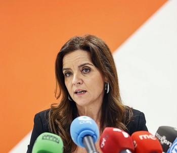 La nueva consejera de Empleo e Industria, Ana Carlota Amigo, durante una rueda de prensa en la sede de Ciudadanos