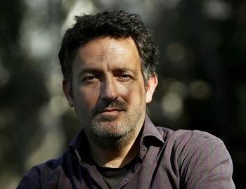 España inspira ahora a Mikel Santiago