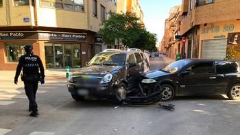 Accidente sin heridos tras el choque de dos vehículos