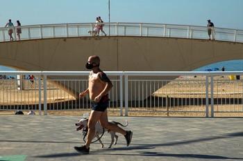 Cataluña obligará a usar mascarillas en espacio públicos