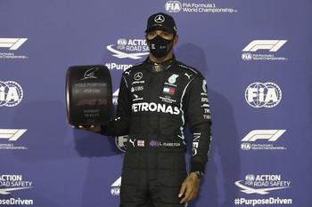 Hamilton eleva a 98 su récord histórico de 'poles'