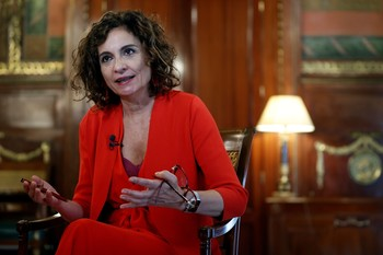 Montero avanza una subida del techo de gasto inédita en 2021