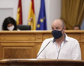 Ruiz presentó en el pleno del lunes en las Cortes una batería de medidas contra la ocupación ilegal.
