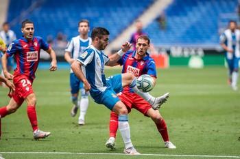 El Eibar acaricia la permanencia a costa del Espanyol