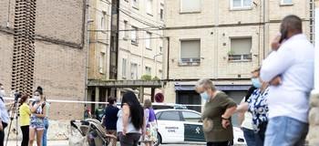 En el tercer piso del número cuatro de la calle San Lázaro vivían el presunto parricida y su madre.