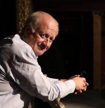 El intérprete da vida en el escenario al dictador Trujillo.