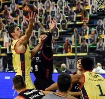 Senglin doblega a un Bilbao Basket sin Balvin