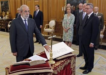 Fernando Valdés Dal-Ré (i), durante la jura o promesa de su cargo,en julio de 2012.