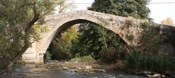 Icónico puente sobre el Iregua en Pradillo.