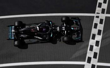 Hamilton vuela hacia la pole en Silverstone