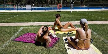 Las piscinas municipales no sobrepasan el 30% de su aforo