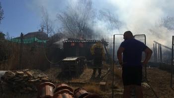 Incendio simultáneos en San Cristóbal y Los Huertos