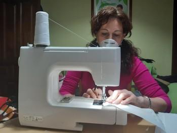 60 costureras de Carrión cosen casi 13.000 mascarillas