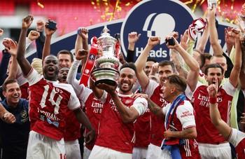 Arteta consigue su primer título para el Arsenal