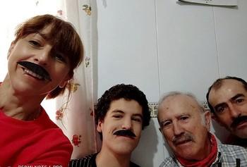 Mara, Jaime y Marco Antonio se pusieron bigotes en honor al carismático Carri Santos