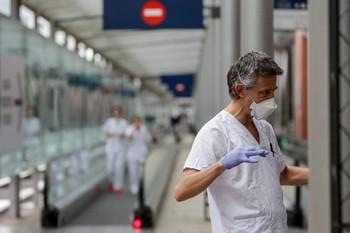 Más de 60 pacientes de coronavirus salen de UCI
