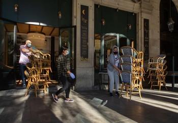 TSJC rechaza suspender el cierre de bares en Cataluña