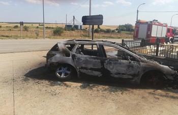 Incendio de un coche en Barahona por causas desconocidas