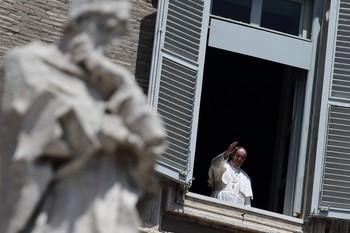 El Papa abre los jardines vaticanos para un campamento