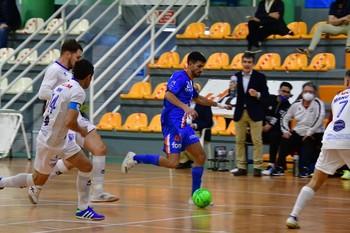 Una acción del partido disputado en Zaragoza.