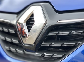 Renault no recortará su producción en España