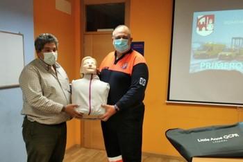 Avanza la formación de Protección Civil con un muñeco de RCP