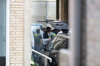 Imagen del levantamiento del cadáver.