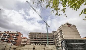 Viviendas en construcción en Logroño.