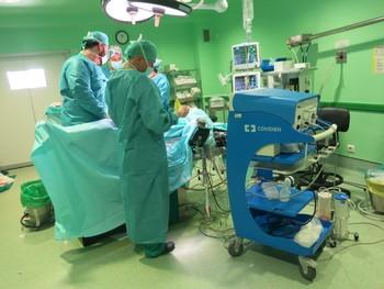 La lista de espera quirúrgica del CHUA bajó en un 3,7%