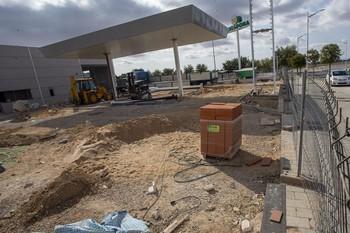 Nueva estación de servicio en construcción en la Avenida Rodrigo Rubio