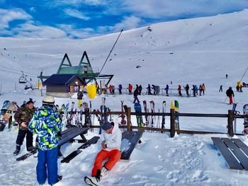 Las estaciones de ski y el deporte de invierno es otro de los alicientes en España.