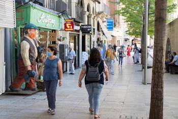 Cataluña impone usar la mascarilla aun con distancia social
