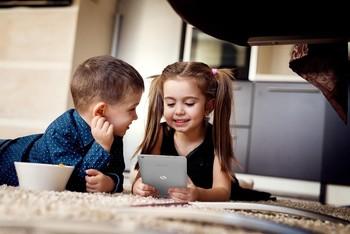 ¿Cómo entretener a los niños con tecnología este verano?