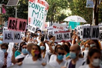 Los MIR se manifiestan en Madrid por un convenio digno