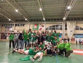 Los jugadores del BM Bolaños celebran una victoria en un encuentro anterior.
